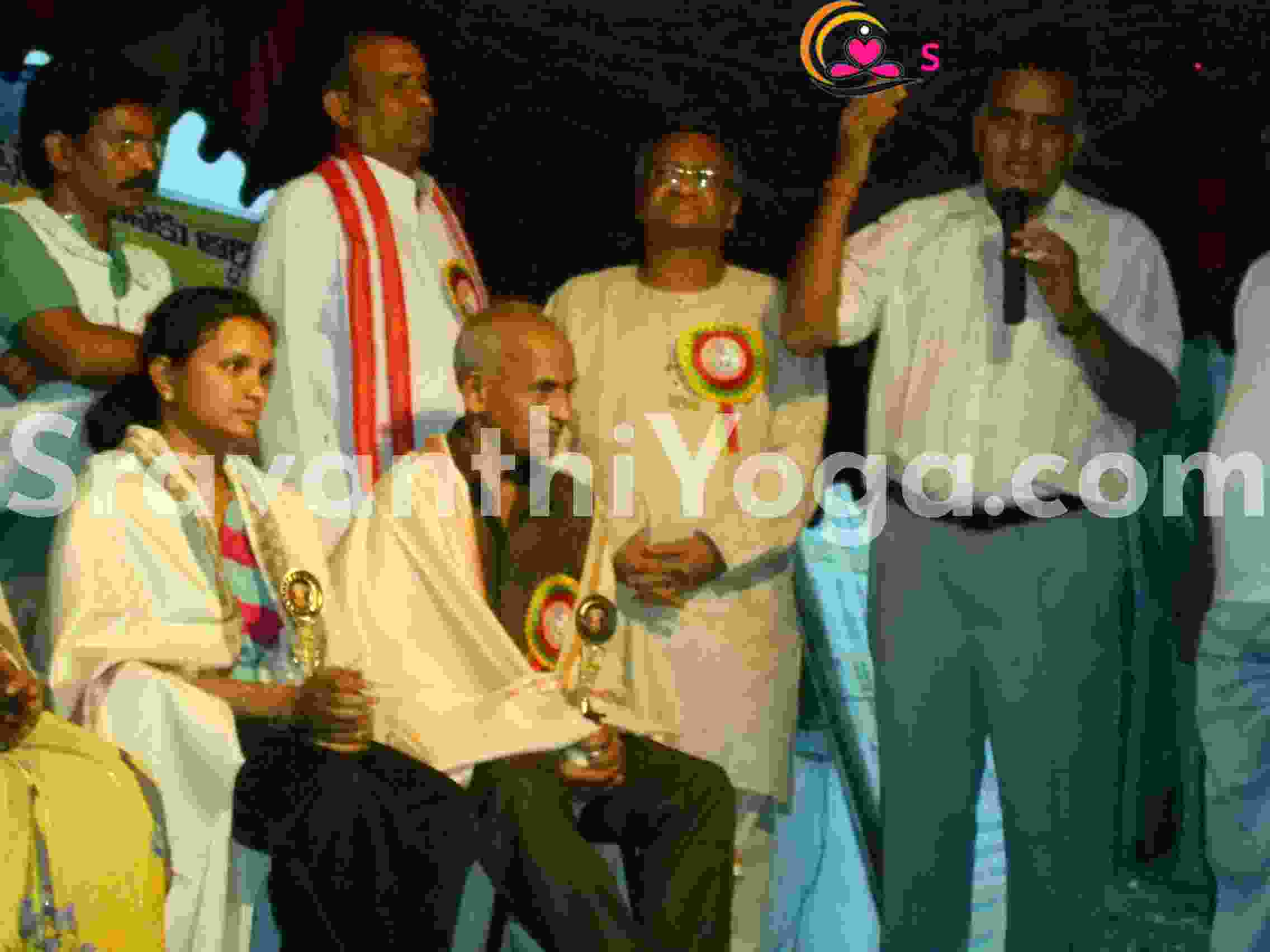 honoured by state yoga association for international medalists-yoga sravanthi